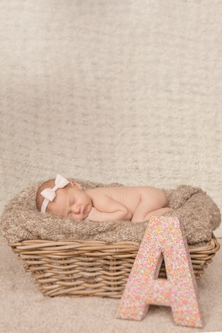 Lindsaykirkcaldy-newbornphotographer-Doha-5
